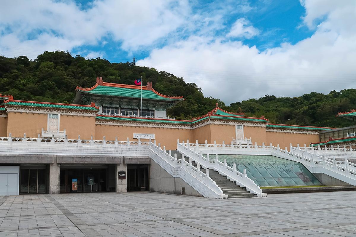 entrance national palace museum taipei